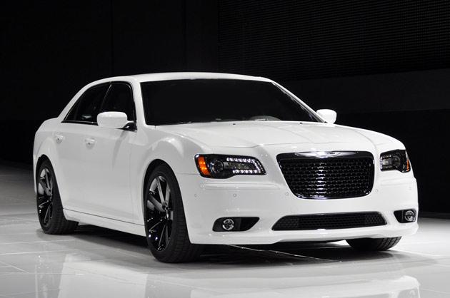 2014 Chrysler 300 SRT8.jpg