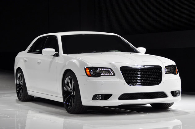 2014 Chrysler 300 SRT8.jpg